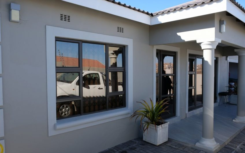 Erf 16650, 21 OR Tambo Crescent, Southernwood, Mthatha.