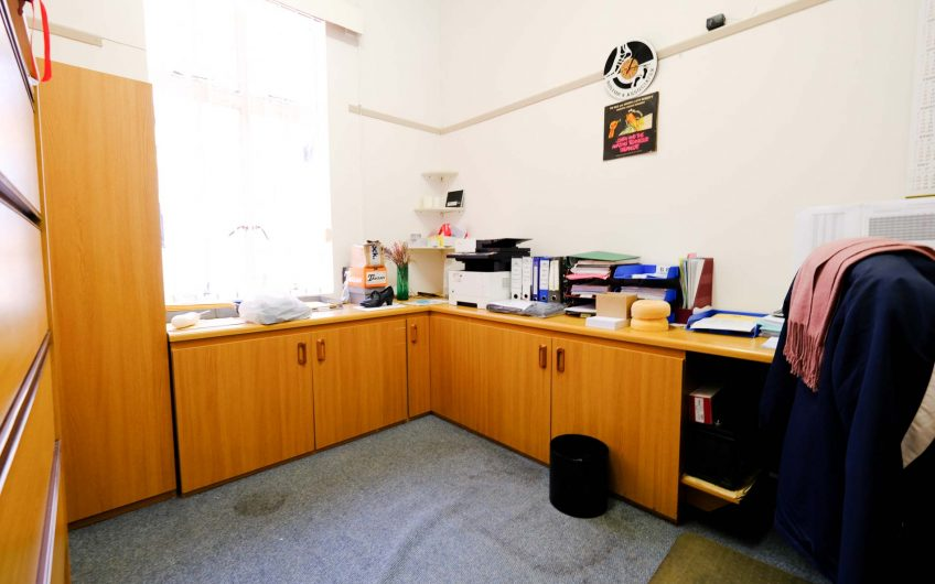 SOUTHERNWOOD || OFFICES ON AUCTION